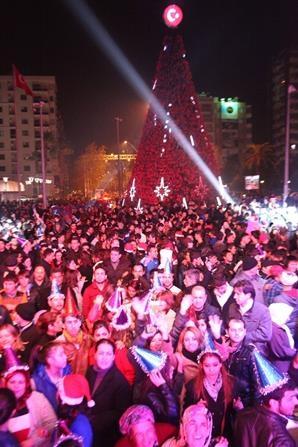 Adana'da Yılbaşı Kutlamalarından Renkli Görüntüler galerisi resim 2
