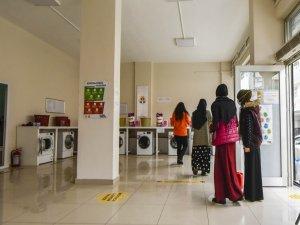 Göçle gelen ve ihtiyaç sahibi vatandaşlar çamaşırhane hizmetinden yararlanıyor.