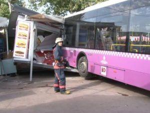 Kabataş'ta Otobüs Durağa Daldı ! Kaza Anı video'da..