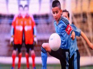 Dünya, Ajax'ın Minik Türk Yıldızı Naci Ünüvar'ı Konuşuyor izle
